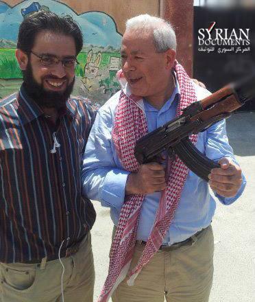 Photographie de Bourhan Ghalioun en présence de djihadistes. Copyright © SIHR-Madaniya.info
